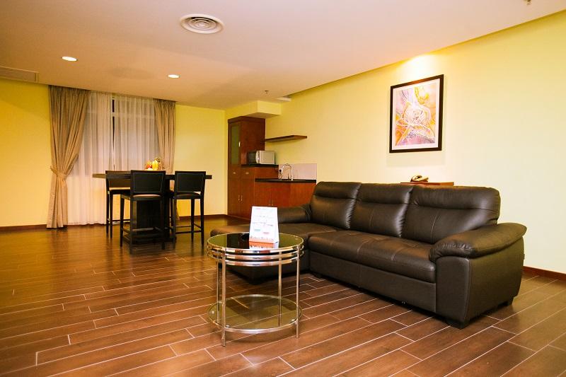 RI -2-Bedroom-Suite-Living-Hall